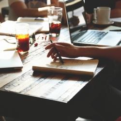 Ar verta vilioti specialistus iš konkuruojančių įmonių?