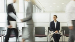 Ką būtina apgalvoti prieš įdarbinant draugus savo įmonėje?