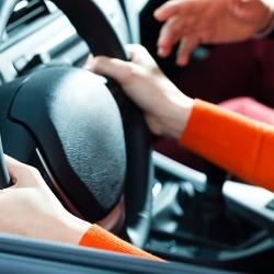 Įgykite teisę vairuoti ir būkite nepriklausomi nuo kitų