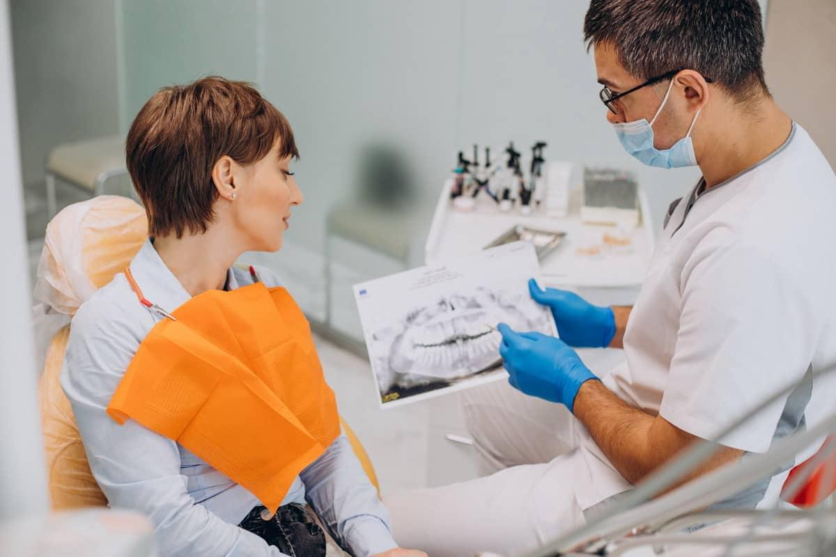 Dantų implantavimo procesas