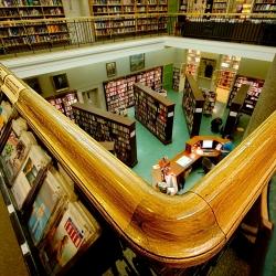 Ar gali bibliotekos konkuruoti su knygynais?