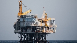 Ar tikrai viskas visatoje kvepia nafta?