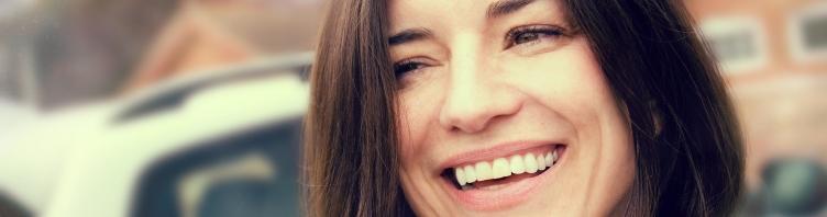 Dantų implantai sugrąžina akinančią šypseną