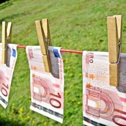 Kas kils įvedus eurą: kainos ar algos?