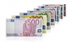 Oficialu: Lietuva priimta į euro zoną, nuo 2015 metų sausio 1 dienos šalies valiuta - euras