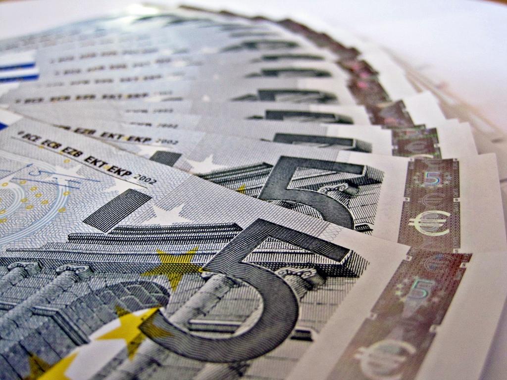 Nemokamai grynuosius litus į eurus bus galima išsikeisti beveik 700 vietų visoje šalyje, jas rasite interaktyviajame žemėlapyje