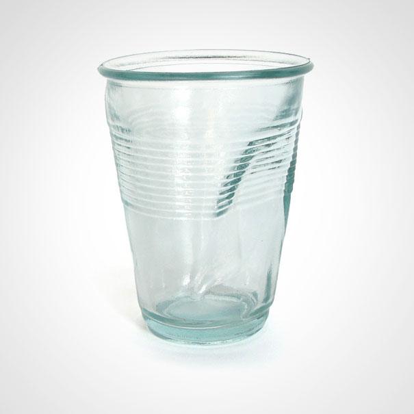 suglamžyta stiklinė