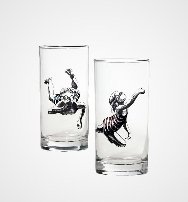 plaukikai stiklinėje