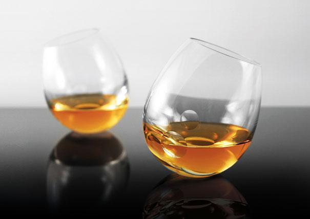 kreivos stiklinės